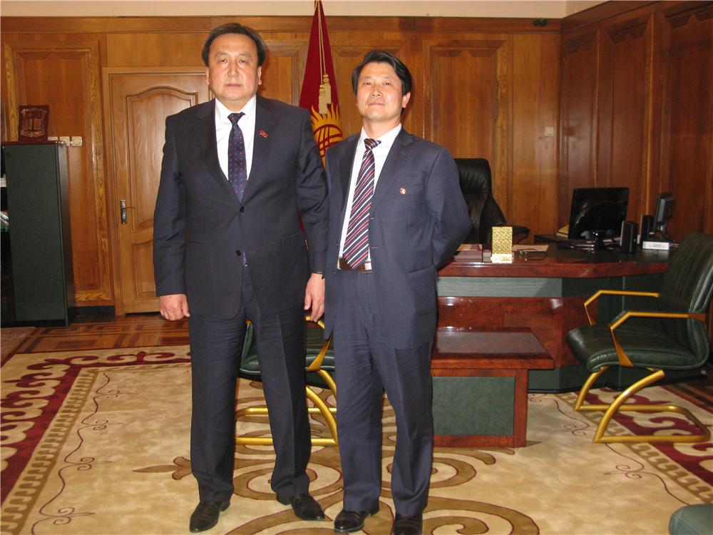 2吉尔吉斯斯坦共和国议长阿森别克接见刘雁飞董事长